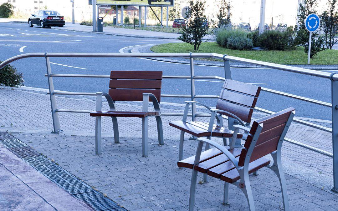 Aceras más anchas y bancos para sentarse cada 100m